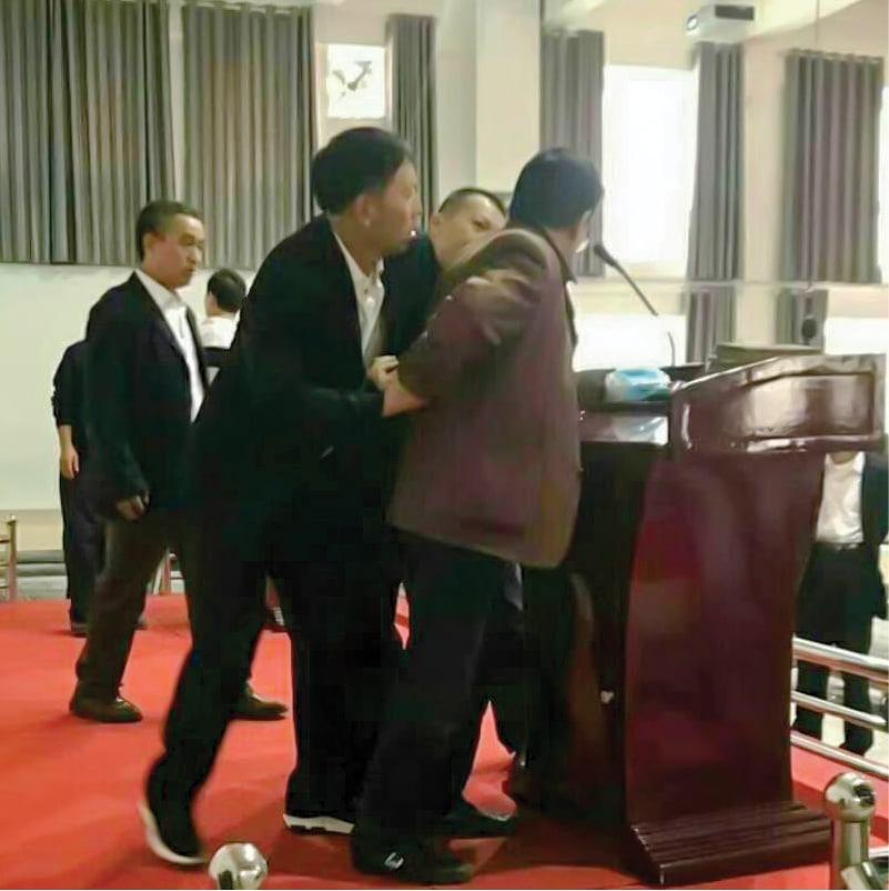 Tämä pastori pidätettiin kesken saarnan.